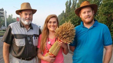 Ян Шлебуш (слева) и его сын Ади с женой Терезой приехали в Россию на разведку